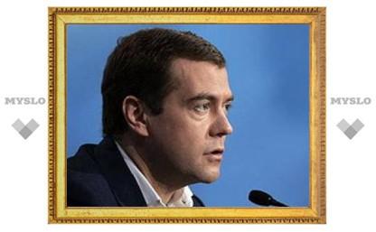 Медведев подписал закон о повышении МРОТ в два раза