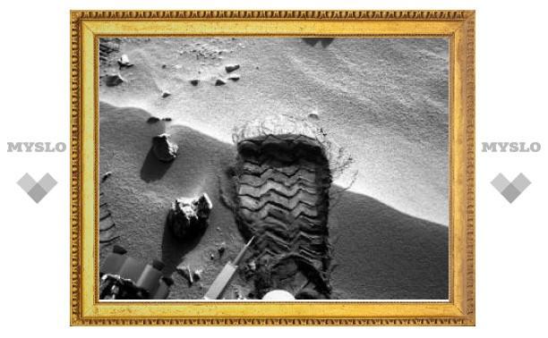"""Обнаруженный """"Кьюриосити"""" блестящий объект оказался деталью марсохода"""