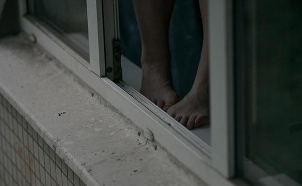 В Туле женщина выпала из окна многоэтажки