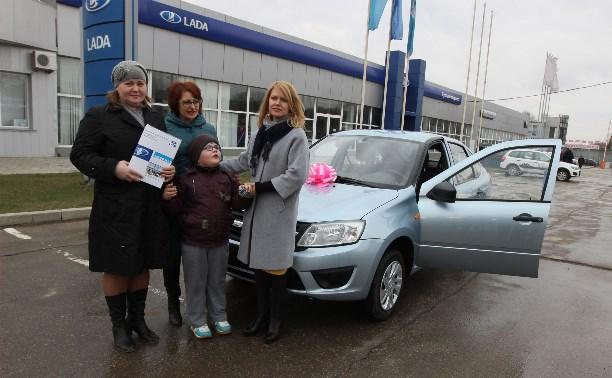 Семья Владимира Груздева подарила тулякам автомобиль