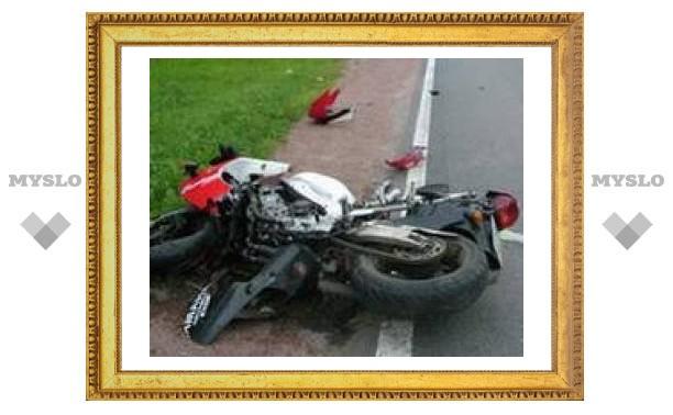 Под Тулой легковушка столкнулась с мотоциклом