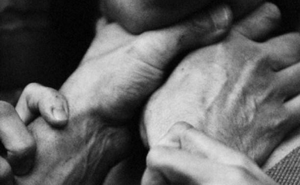 В Новомосковске мужчина чуть не задушил собственную мать