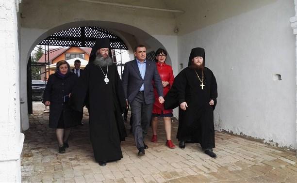 Алексей Дюмин проинспектировал ремонтные работы в Спасо-Преображенском монастыре