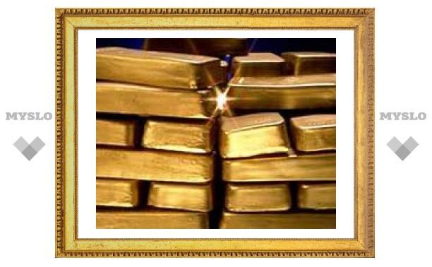 Цены на золото перешли отметку в 900 долларов