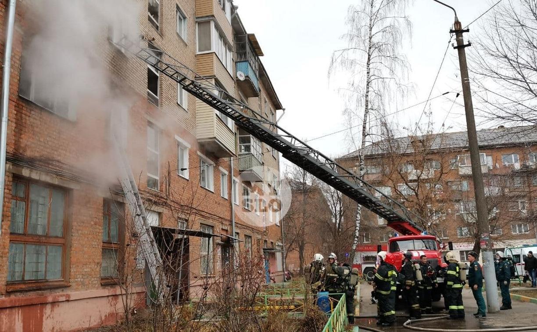 На улице Металлургов в Туле загорелась квартира