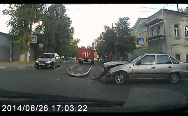 """На перекрестке Литейной и Демидовской столкнулись пожарная машина и """"Нексия"""""""