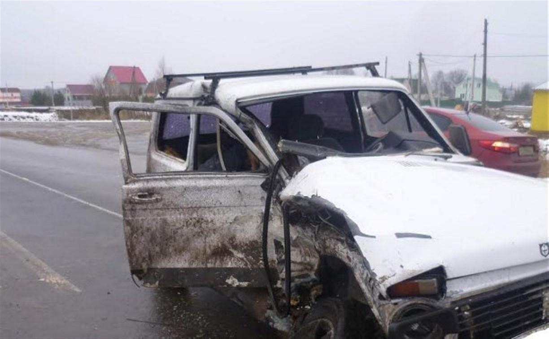 В Тульской области «Нива» врезалась в «Мерседес-Бенц»