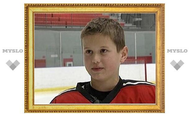 Юный хоккеист покорил интернет своим чудо-голом