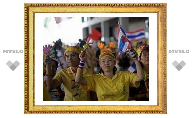 Тайская оппозиция отпустила из аэропорта Бангкока 37 пустых самолетов