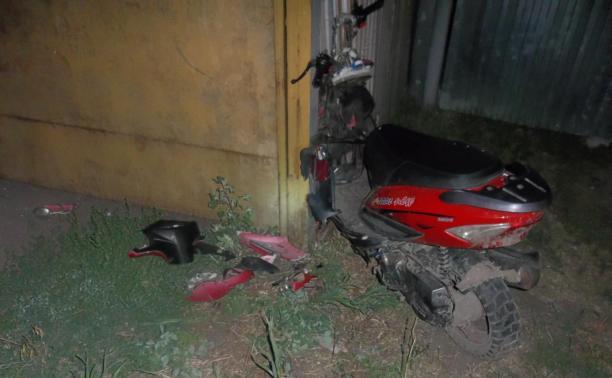 Ночью в Венёвском районе скутерист протаранил металлический забор