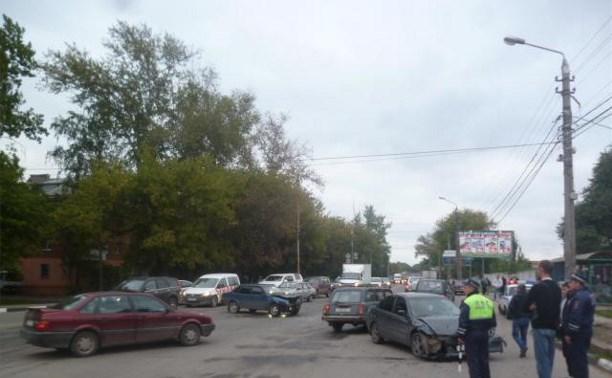 На ул. Оборонной столкнулись Mitsubishi и ВАЗ-21099