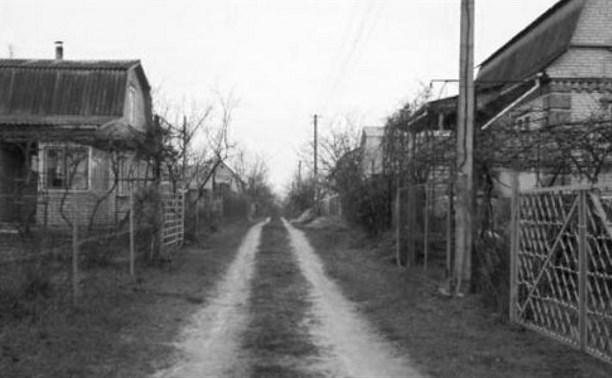 В Суворове на заборе нашли мертвого мужчину с собакой. Фото 18+