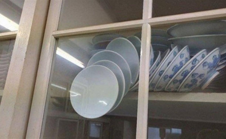 Интернет-пользователей озадачил вопрос спасения падающих тарелок