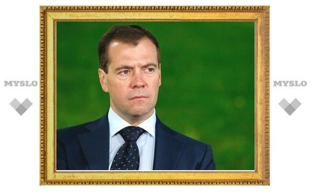 Медведев объяснил высылку таджиков