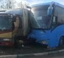На Рязанской столкнулись грузовик и автобус
