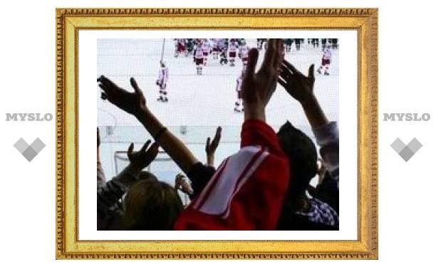 """Хоккейный матч """"Спартака"""" и ЦСКА был прерван дракой болельщиков"""