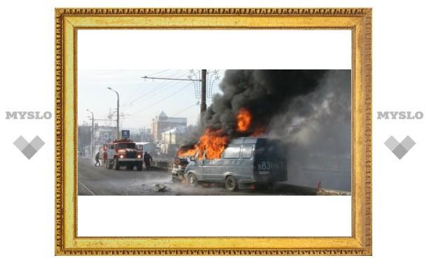 В Туле горит пассажирская «ГАЗель»