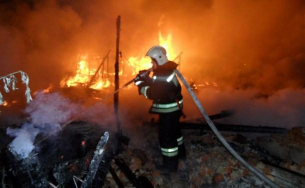 Пожар на территории патронного завода тушили 44 человека