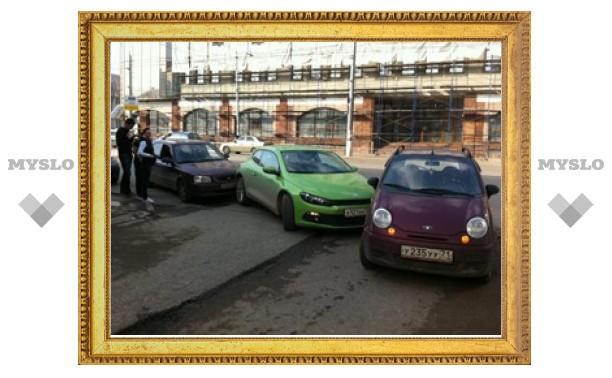 """В центре Тулы три машины превратились в """"паровозик"""""""