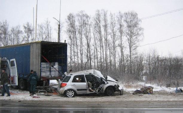 В аварии на заправке на М4 погибли мужчина и женщина