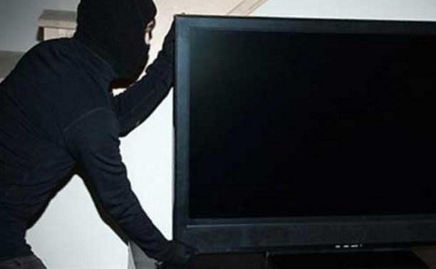Житель Щекино украл из квартиры соседки телевизор