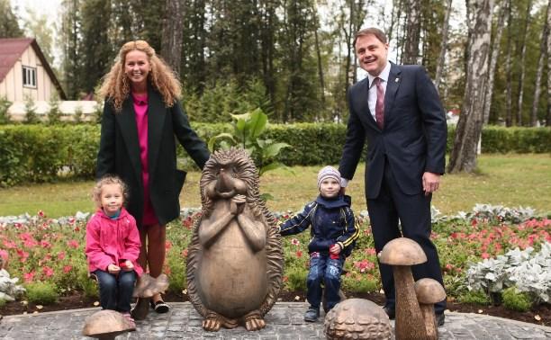 Владимир Груздев с женой открыли в Комсомольском парке «Грибную поляну»