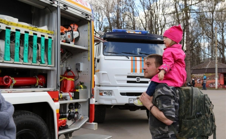 Спасатели продемонстрировали тулякам пожарную технику