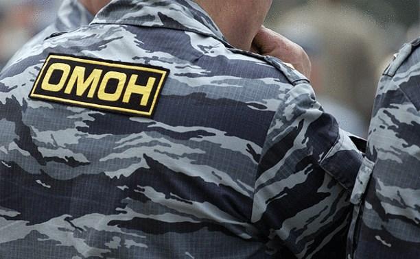 В Новомосковске директор фирмы вызвал ОМОН, чтобы защититься от коллекторов