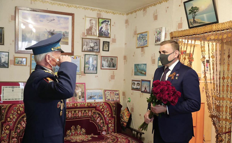 Алексей Дюмин лично навестил ветеранов Николая Кульпова и Василия Мирошниченко
