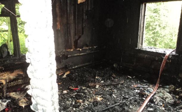 При пожаре под Тулой погибли мать и ребенок
