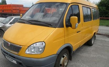 В Новомосковске водитель «Газели» въехал в столб, высадил пассажиров и скрылся с места ДТП