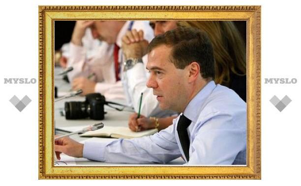 Медведев отказался увеличивать рабочую неделю в России
