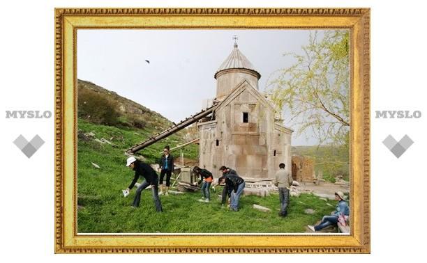 Молодежь Армении начала кампанию по благоустройству средневековых храмовых комплексов