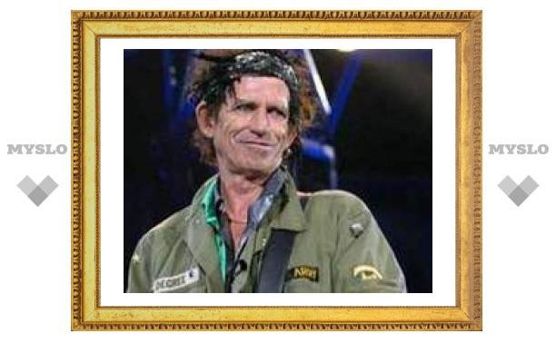 Гитарист Rolling Stones мешал прах отца с кокаином