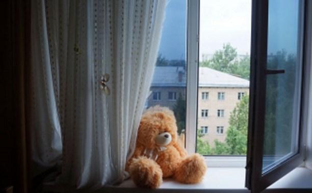 В Узловой двое детей выпали из окна третьего этажа