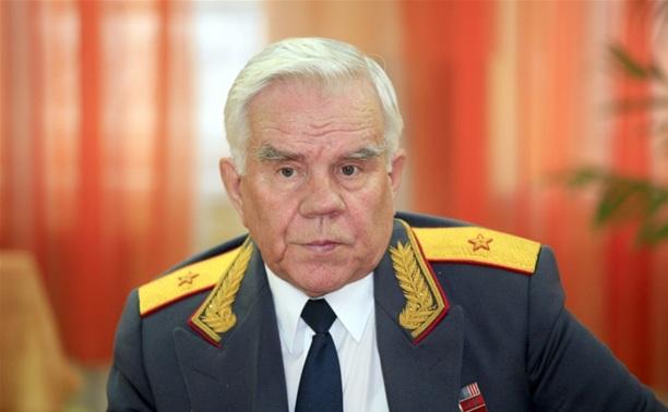 На центральной аллее городского кладбища открыли памятник экс-начальнику УВД Алексею Сафонову