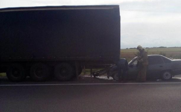Водитель легковушки пострадал в аварии с фурой