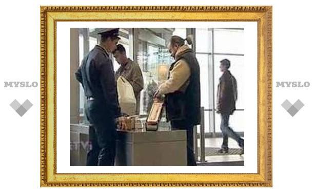 Минтранс РФ ограничит пронос жидкостей в самолеты и запретит распивать их на борту