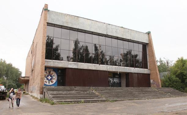 Бывший кинотеатр «Искра» снова выставили на продажу