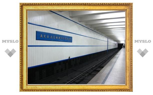 В московском метро пассажир вывалился из вагона