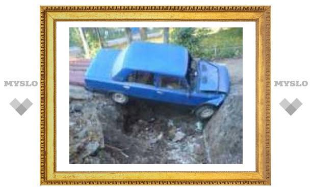 Под Тулой пьяный водитель улетел в котлован