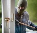 В Узловой мужчина из чужого дома похитил пуховик и ботинки