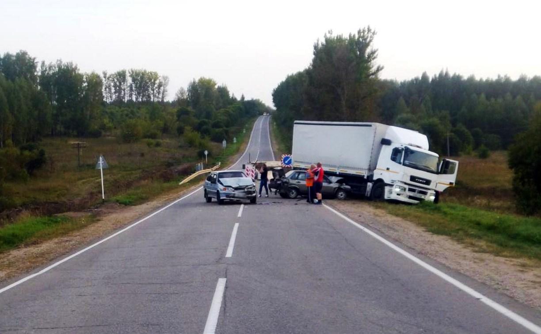 В Одоевском районе водитель «КамАЗа» устроил тройное ДТП