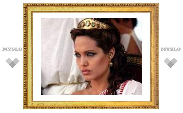 Тимур Бекмамбетов сделает Анджелину Джоли наставницей убийцы