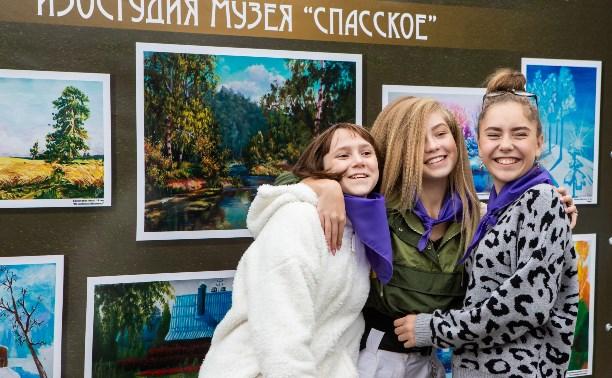 В Платоновском парке прошел фестиваль «Юный художник»