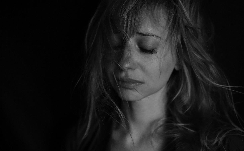 Любовная драма в Богородицке: ревнивая девушка расписала оскорблениями дом и подъезд соперницы