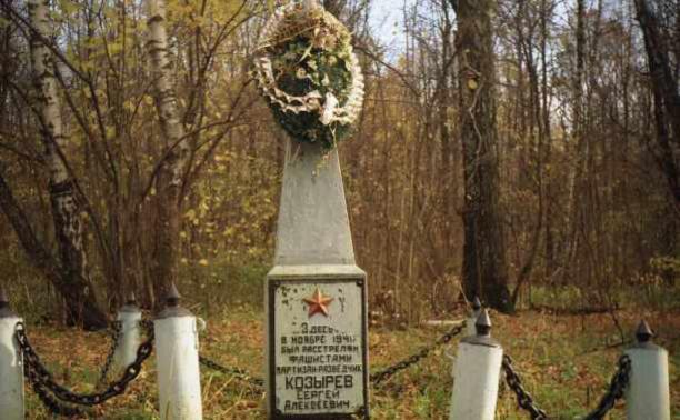 Блогеры начали ремонт памятника Козыреву