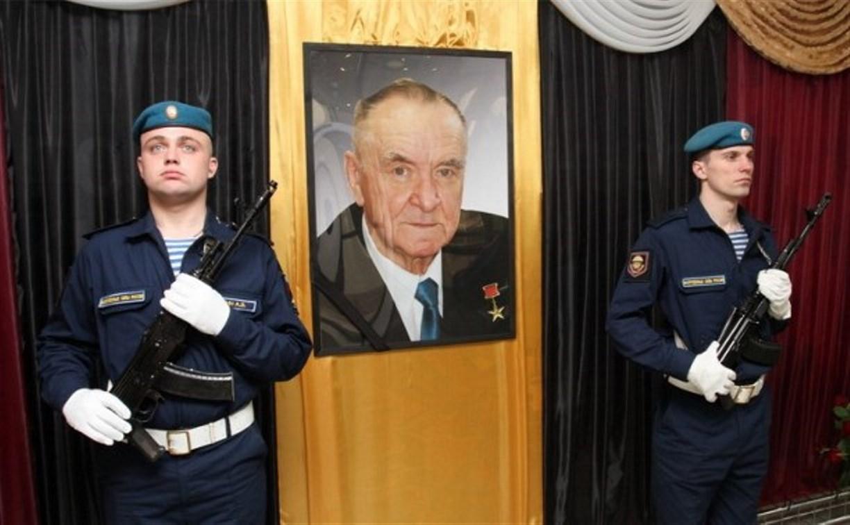 Тула простится с известным конструктором Геннадием Денежкиным