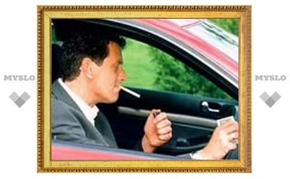 Российских водителей могут штрафовать за курение за рулем
