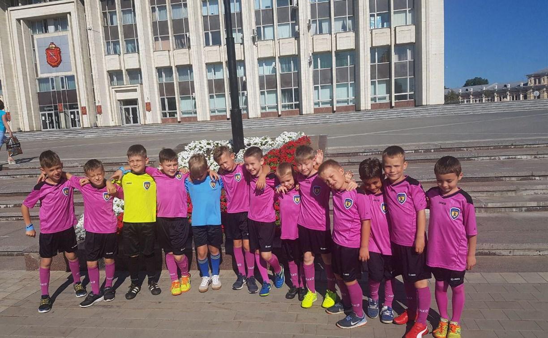 Юрий Цкипури наградил юных тульских футболистов